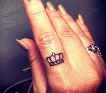 crown tattoo on the finger idea