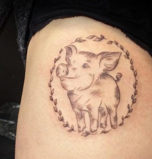 little piggy tattoo on thigh for women